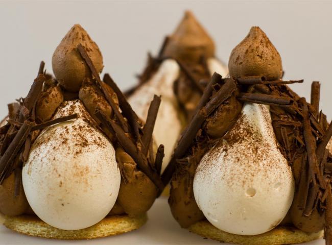 """Trois gâteaux """"Merveilleux"""" et leur meringue au copeau de chocolat"""
