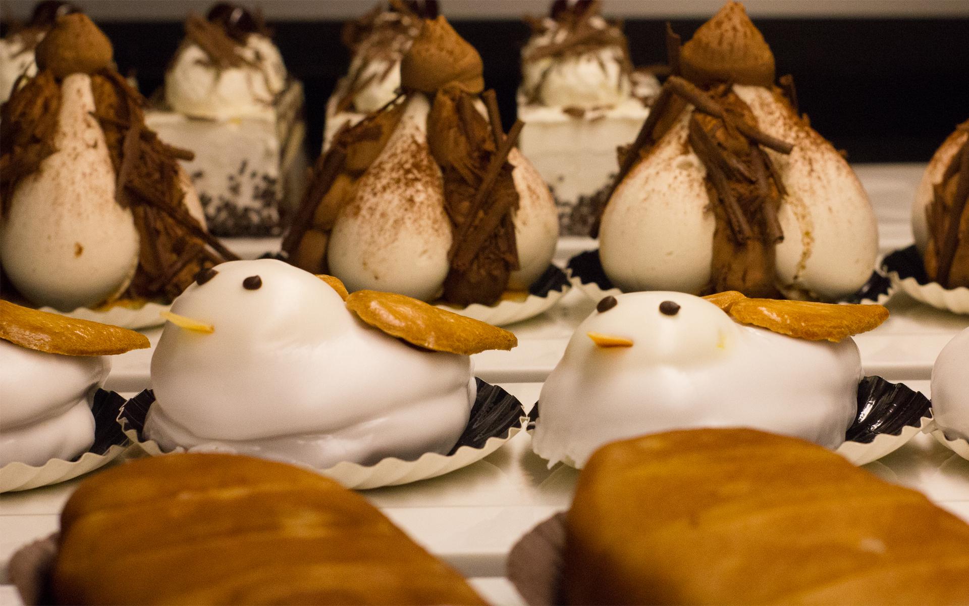 Desserts anciens en vitrine dans la pâtisserie de Ribeauvillé Schaal & Co.